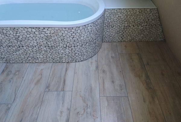 v.d. Hardenberg Timmer & Tegelwerken badkamer met mozaiek tegel