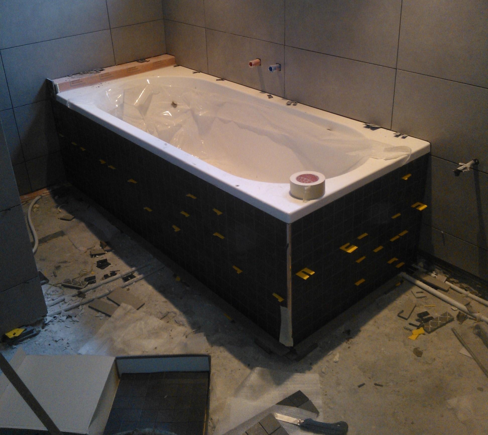 v.d. Hardenberg Timmer & Tegelwerken badkamer met ligbad